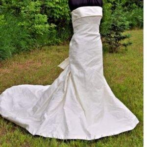 Manuel Mota by Pronovias Dresses | Wedding Dress Sz8 Ivory | Poshmark